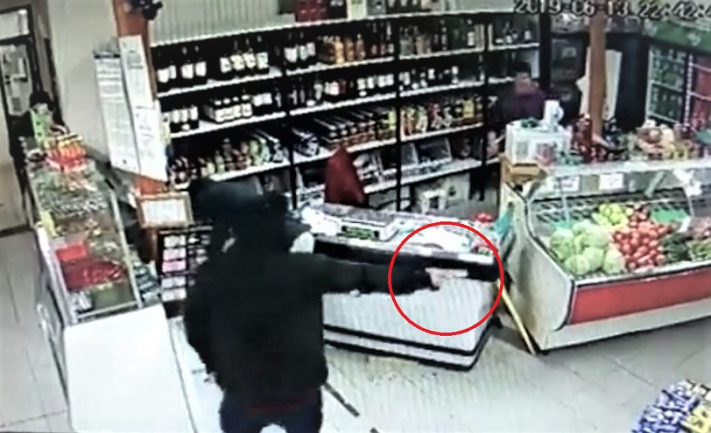 """Imagen de video de seguridad Minimarket """"Alexis"""", Coyhaique."""