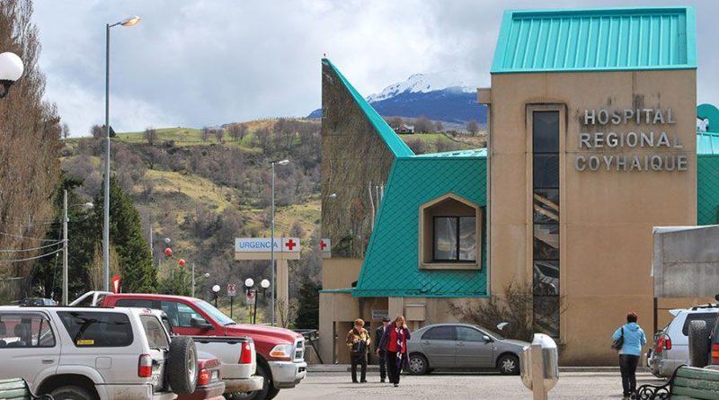 Técnicos de la Salud alertan sobre 61 despidos en Hospital de Coyhaique justo en alza del COVID-19