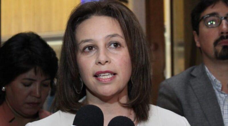 """Senadora Órdenes y COVID-19: """"Intendencia instala una idea de 'paraíso', que no está pasando nada"""""""