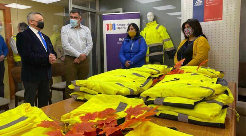 Rotarios de Coyhaique donaron vestimenta para TENS de Postas Rurales